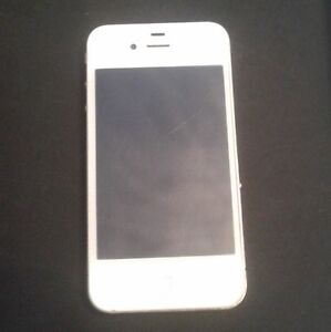 WHiTE iPHONE 4 BELL