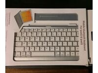 Mobile Bluetooth keyboard for iPad 2 and 3