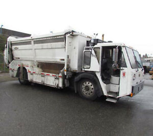 2009 Curbside Recycling Garbage Truck