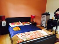 Very Large Ensuite Double with King Size Bed. Excellent Location + Parking!