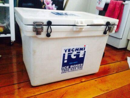 Ice box Richmond Hawkesbury Area Preview
