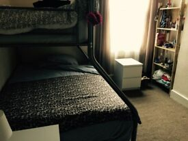 BIG AND BEAUTIFUL DOUBLE BEDROOM, NO DEPOSIT. SHORT TERM OR LONG TERM