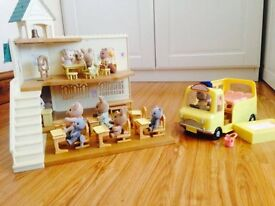 Sylvanian Families - Berry Grove School & Bus