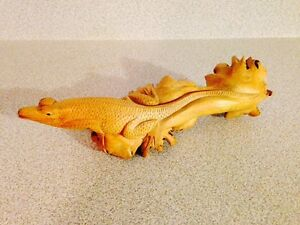 """Superb Primitive Carved 8"""" Lizard Out Of Wooden Tree Fungus"""