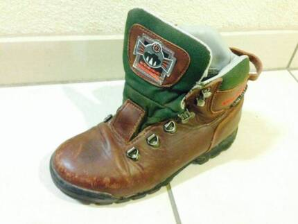 Leather hiking shoes for woman