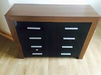 Matching drawers and 2x bedside tables. Black high gloss - Very good condition