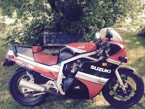 First Year Suzuki GSXR750 GSXR1100 Collection