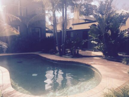 LARGE BEACH SIDE HOUSE, KING BED, ENSUITE, POOL VIEW, TRANSPORT. Beaumaris Bayside Area Preview