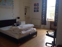 Beautiful double bedroom in newington available now!
