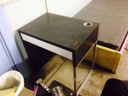 Small ikea desk with drawer  Mount Gravatt Brisbane South East Preview