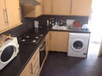 LOVELY SINGLE ROOM IN CANNING TOWN....READY TO MOVE!!