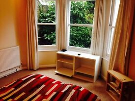 ASAP 850£ pcm Double Room in Clapham North in a 2 Bed flat