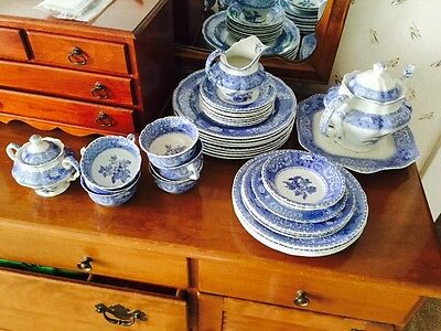 Spode England Camilla Dinnerware 31 Piece Set