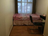 NICE ROOM TO LET IN THE SOUTHALL AREA, ONE BJS RIDE AWAY FRM THE STATION.