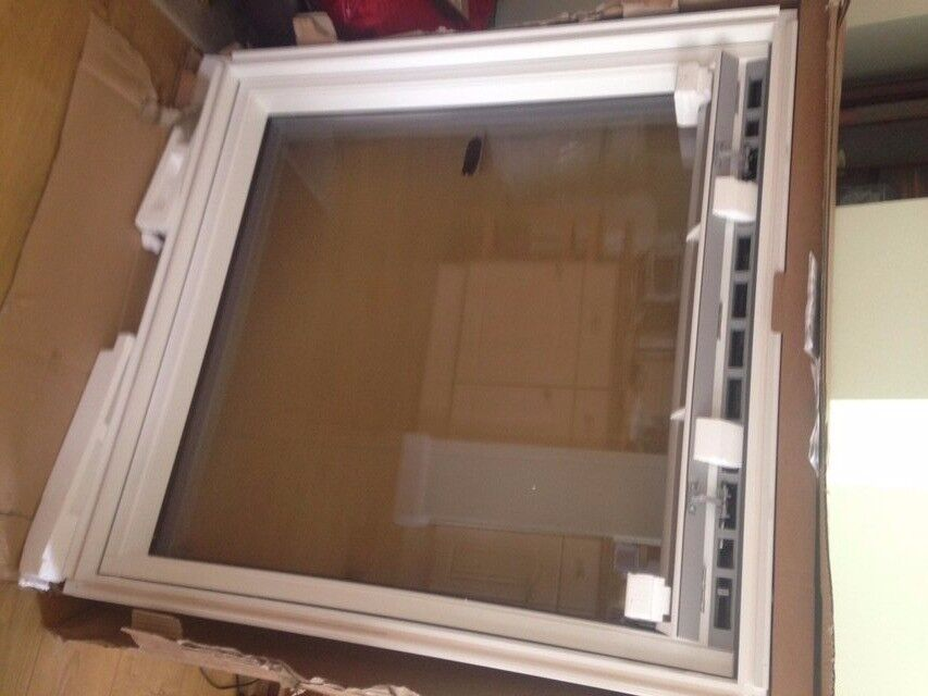 Velux Window and flashing kit to match. As new and boxed!