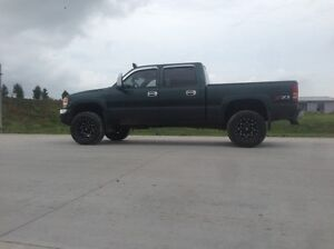 2004 gmc 1500 lifted trade for right car  London Ontario image 4