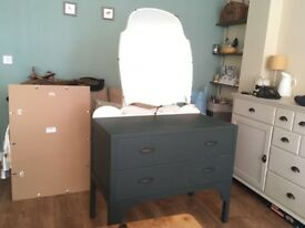 Dressing table, drawers with mirror.