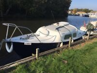 Mirror 19 motor boat