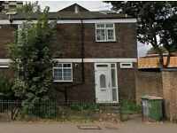 HOUSECLEANER NEEDED IN PLAISTOW - 4 BED HOUSE - COMMUNAL AREAS ONLY / £12 PER HOUR