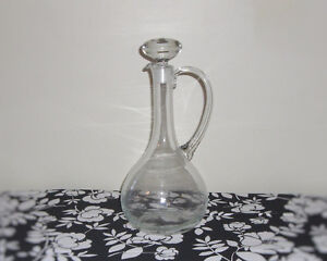 GLASS WINE DECANTER  & STOPPER WITH 6 LONG STEMMED WINE GLASSES Kingston Kingston Area image 2