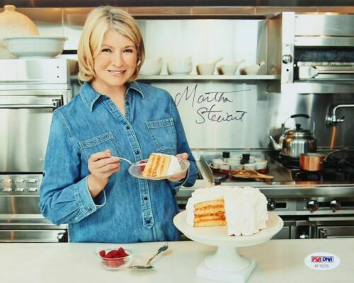 Martha Stewart Hand Signed 8 x 10 Photo PSA ~~Martha Stewart Living
