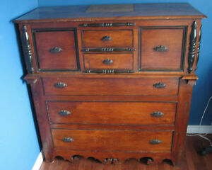 Antique Canadian Dresser West Island Greater Montréal image 1
