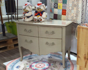 French Classic Chest of 4 Drawer