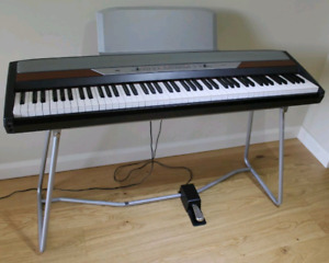 Korg sp250 digital piano perfect condition