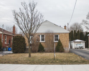 Well Cared for Bungalow Near Mcmaster University!Best Investment