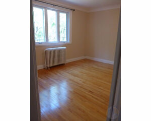 NDG - MONKLAND VILLAGE – RENOVATED UPPER 6 ½ - AVAILABLE JULY 1