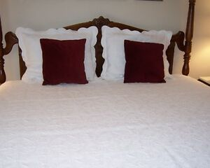 5 Piece Queen Coverlet Bedspread - White