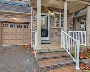 Lovely Freehold Townhome In North Ajax