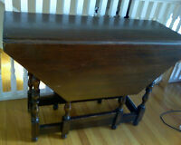 Antique Table with 2 drop leafs