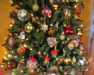 Pre-lit Christmas tree, 6.5ft with clear lights and