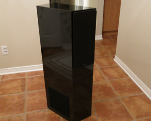 SET of 2 NHT (Now Hear This) 25i Speakers in MINT CONDITION