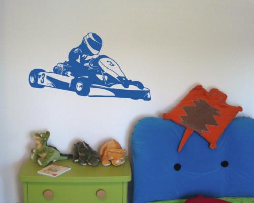 Wandtattoo Gokart / Go-Kart Wandaufkleber Kinderzimmer  25 Farben 10 Größen