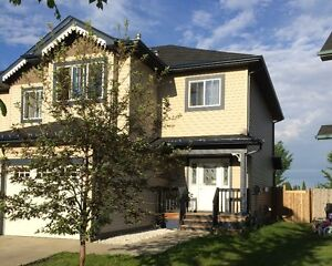 Fort Saskatchewan 3 Bed+Bonus Room - Water Utility Included
