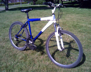 Mountain Bike w Front Suspension Smooth Road Tires
