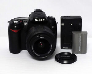 Nikon D90 12.3MP Megapixel DSLR 18-55mm 1:3.5-5.6 G VR DX $300