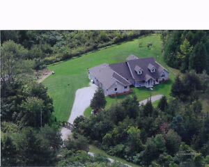 Country Estate Home 4 bdrm, Gated - 10 min east of Cobourg