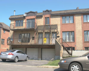 5½ Triplex, Garage 1320$- JULY