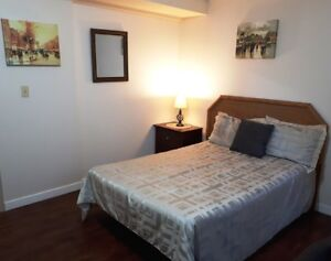 Newly Renovated Private Room in Shared Bungalow!