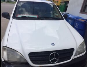Parting out 1998 Mercedes-Benz ML320 White lost of parts