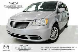 2015 Chrysler Town & Country Touring-L Leather + Rear view  Came