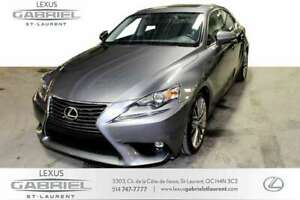 2016 Lexus IS 300 AWD Luxury Package + NAVIGATION SYSTEM +