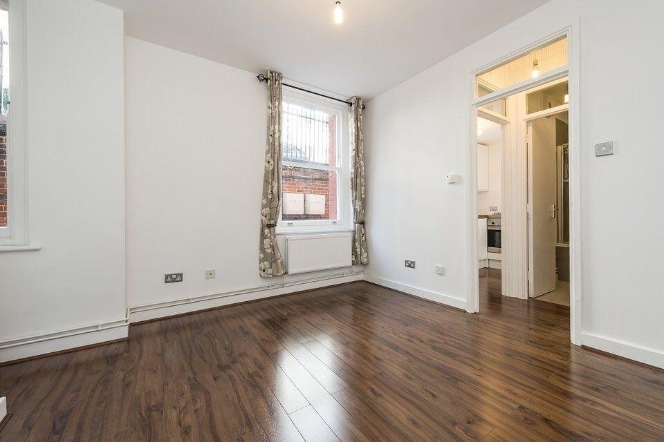 1 Bedroom Flat - £££ Tenants Pay No Admin Fee's £££