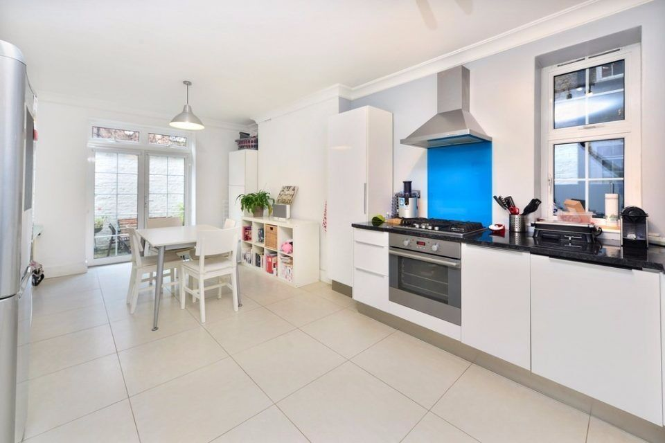 CRANLEIGH HOUSE NW1: LARGE ONE BED, FULLY FITTED KITCHEN, PATIO GARDEN, FURNISHED, 19th DECEMBER