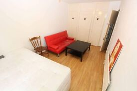 Double bedroom to let in Canary Wharf