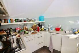 Spacious 1 Bed top Floor Flat to Rent in St. Pauls Road Islington