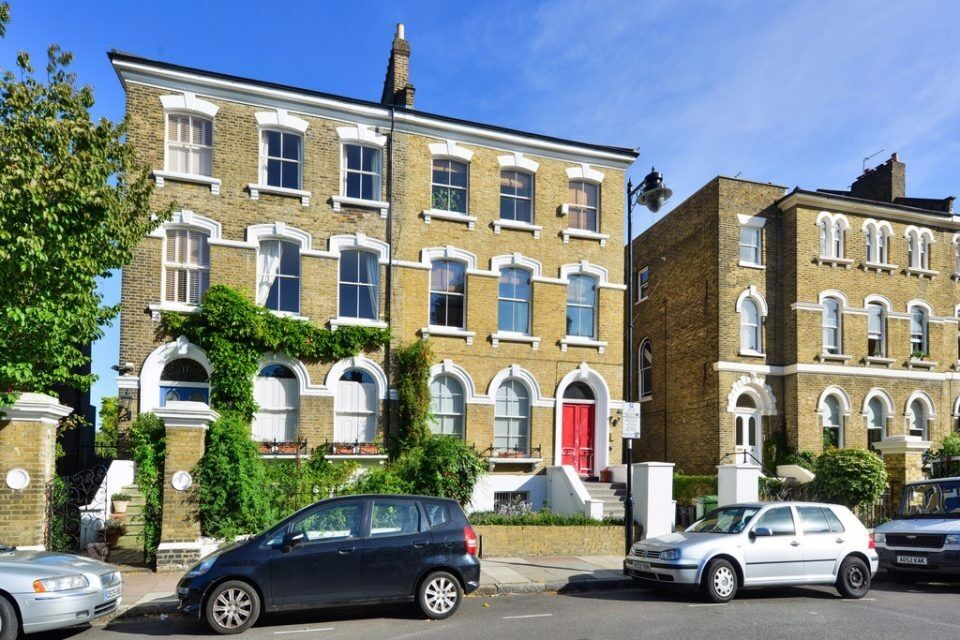 HIGHBURY HILL N5: ONE BED, PART FURNISHED,SEPARATE KITCHEN, MODERN BATHROOM, SPACIOUS LIVING AREA